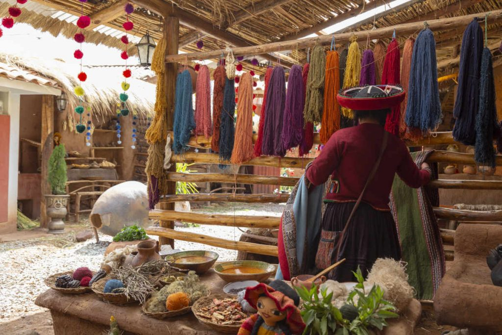 Process of natural dyeing of alpaca and llama wool - Cusco